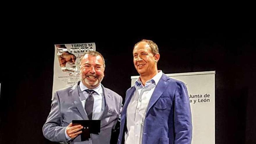 El jefe de Deportes de La Opinión-El Correo de Zamora, Manuel López-Sueiras recogió lad istinción.