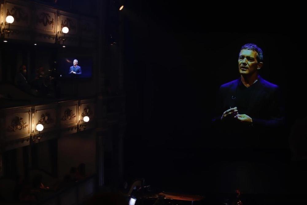 Vídeo De Antonio Banderas En Los Premios Max, ...
