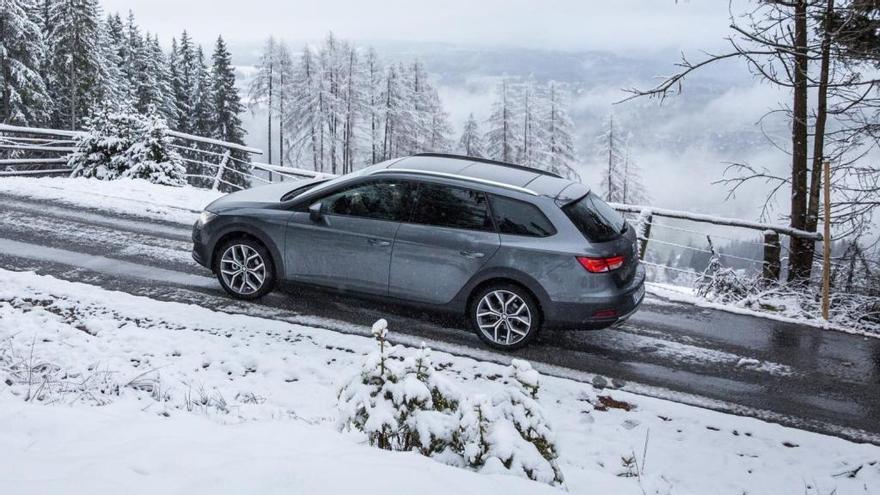 Luis Moya y Jordi Gené nos dan cinco claves para conducir en nieve