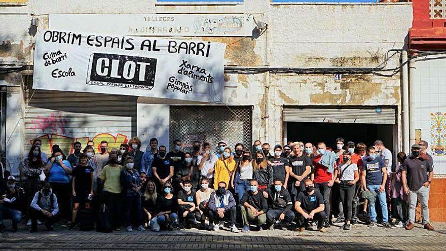 La policía para la ocupación del «Casal Popular del Cabanyal»