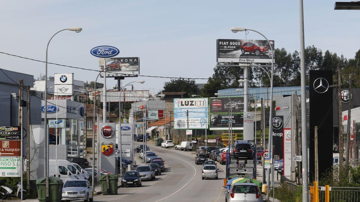 Concesionarios en la carretera de Camposancos