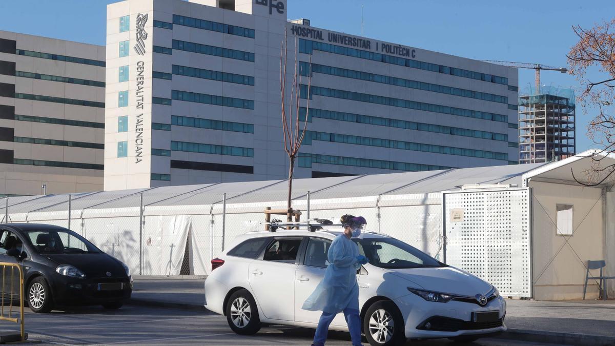Pruebas de covid en el hospital La Fe de València