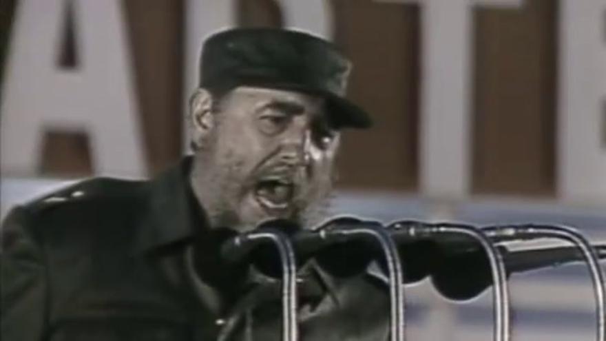 Miles de cubanos hacen cola para despedir a Castro en la plaza de la Revolución de La Habana
