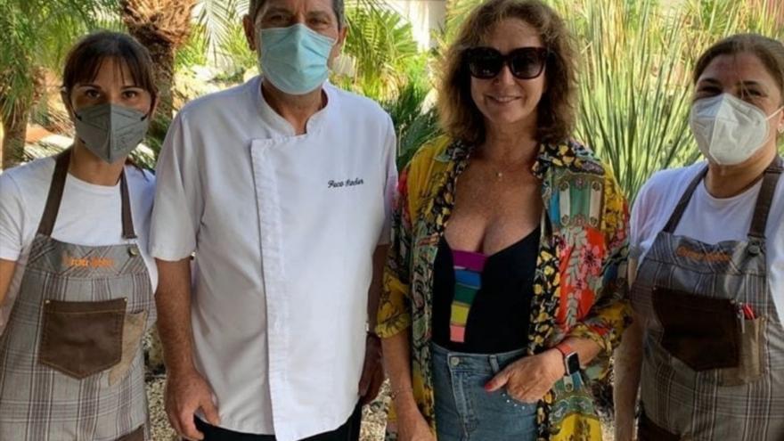 Ana Rosa Quintana pasa su último fin de semana de vacaciones en Cullera