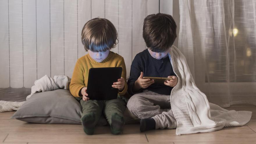 Cómo monitorizar a tu hijo para evitar que sea un yonqui tecnológico