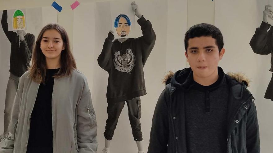 Dos alumnes del Lacetània investiguen sobre les diferents llengües que es parlen al centre