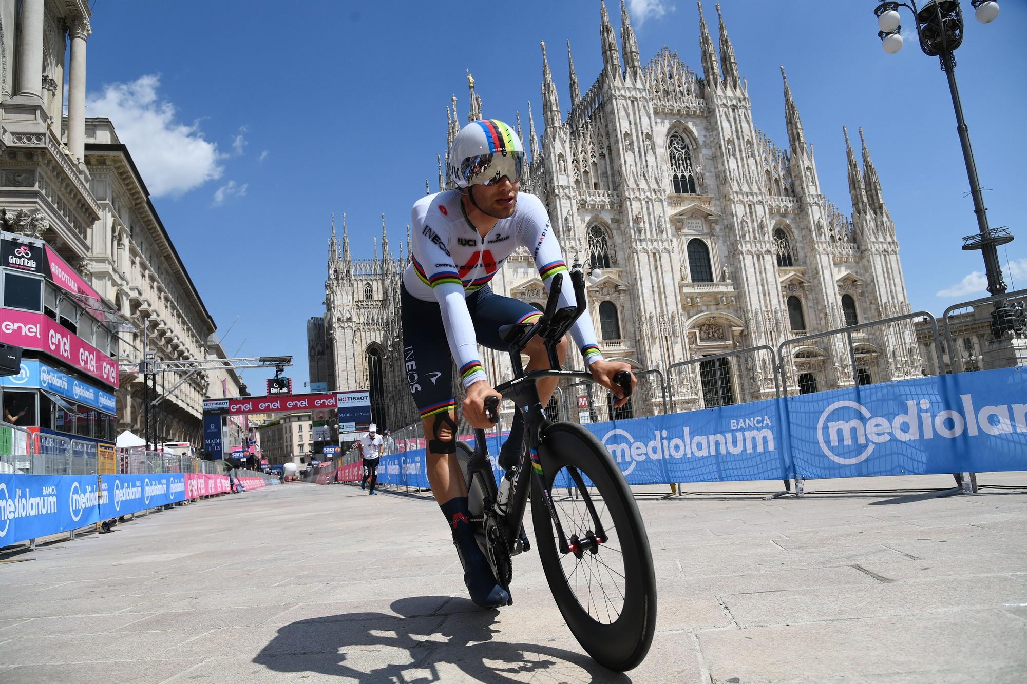 Cycling Giro d' Ital (113042639).jpg
