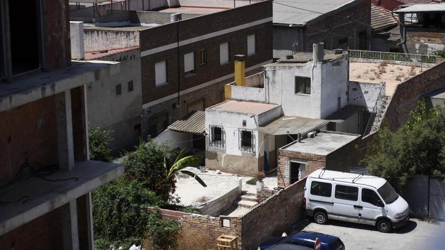 Denuncian que unos okupas tienen atemorizado al barrio de Los Dolores