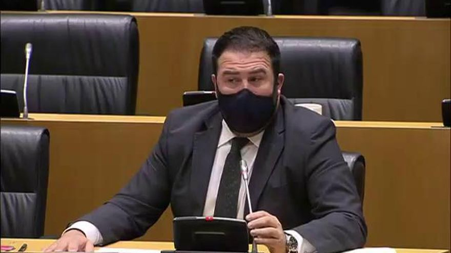 """Un diputado de Bildu condena el """"terrible"""" atentado de ETA que sufrió un parlamentario de Vox"""