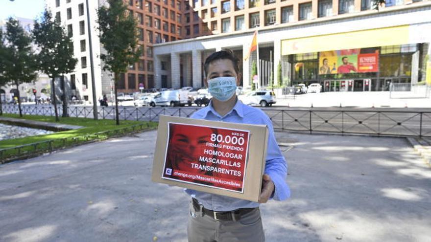 Ciudadanos sordos piden mascarillas transparentes a Sanidad con 80.000 firmas