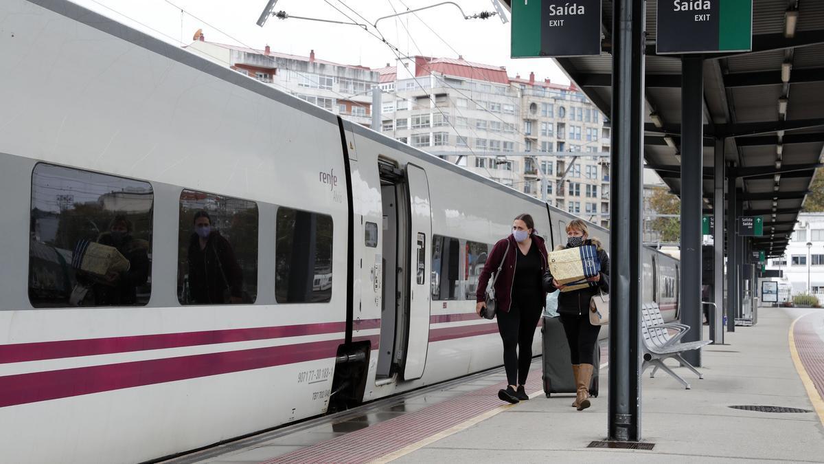 Un tren en la estación de Vigo Guixar