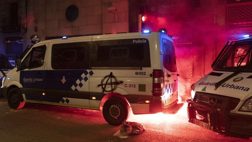 """Partidos y empresarios exigen medidas para acabar con la """"violencia desbocada"""" en Barcelona"""