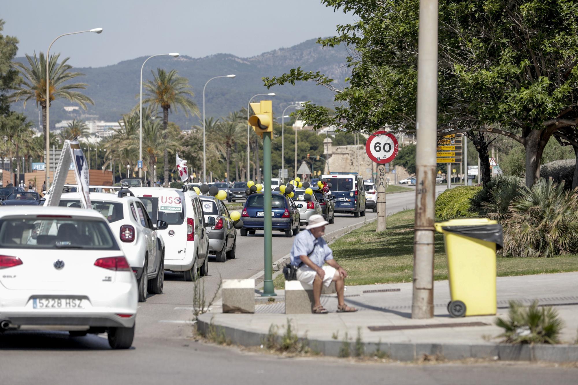 Más de 150 vehículos participan en una nueva caravana en Palma contra el abuso de la temporalidad en administraciones