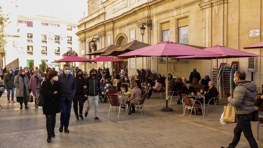 La Generalitat quiere retrasar el toque de queda y limitar las reuniones familiares a diez personas
