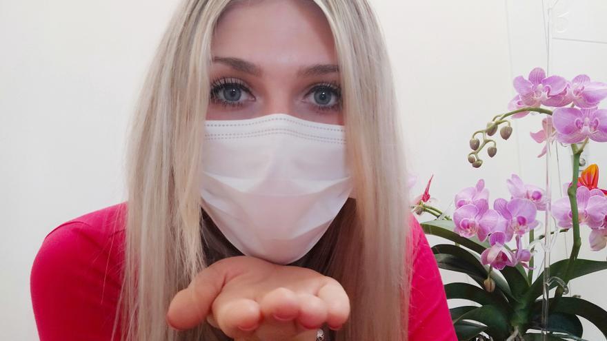 Profesionales de Vithas explican cómo está afectando a nuestras relaciones personales el no poder besar durante la pandemia