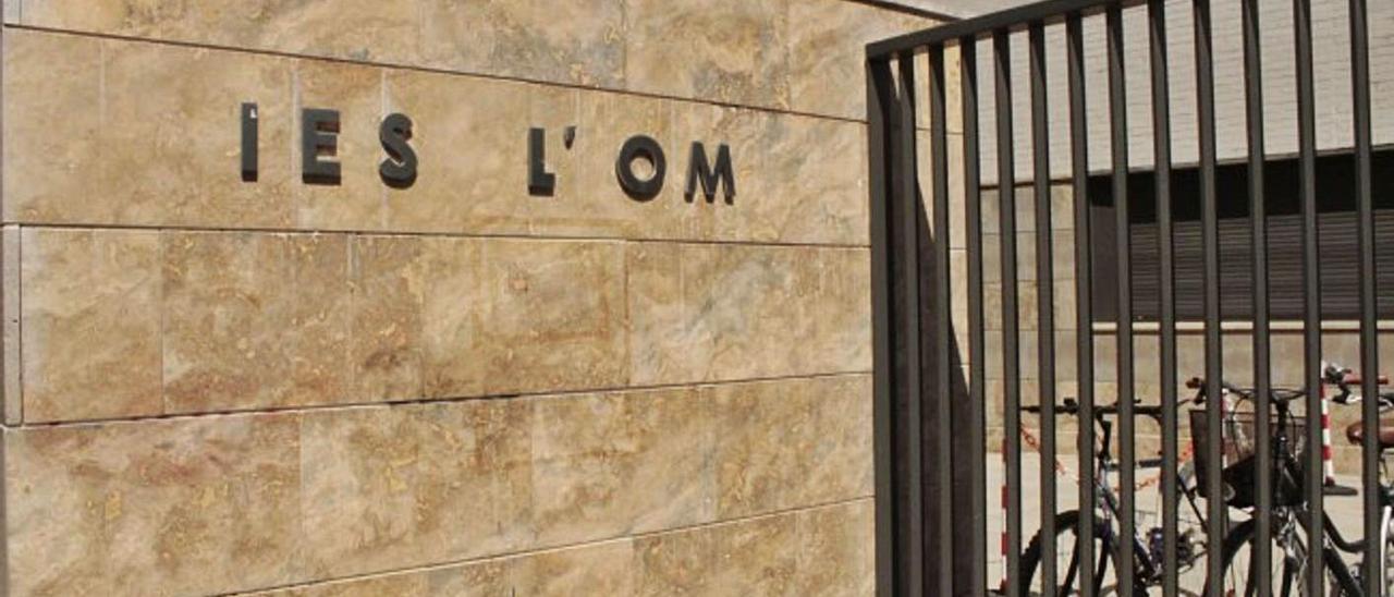 Los alumnos y alumnas de primero de bachillerto de l'Om se quedaron sin viaje.  | A.P.