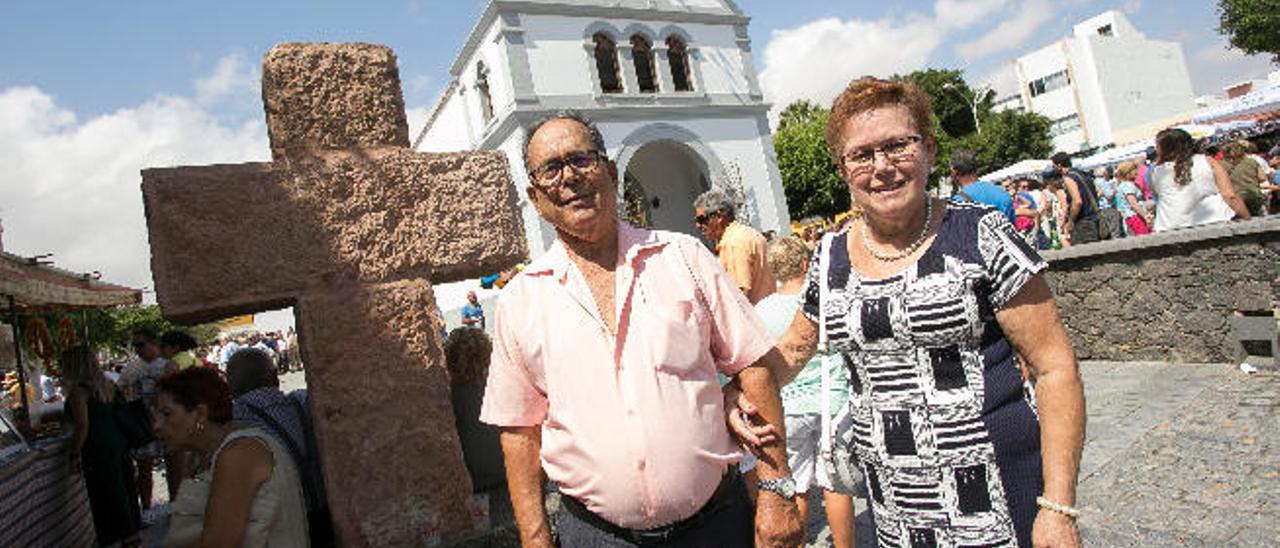 Pedro Cano Ramos y Ana María de León cumplen medio siglo juntos en las fiestas del Rosario de la capital majorera.