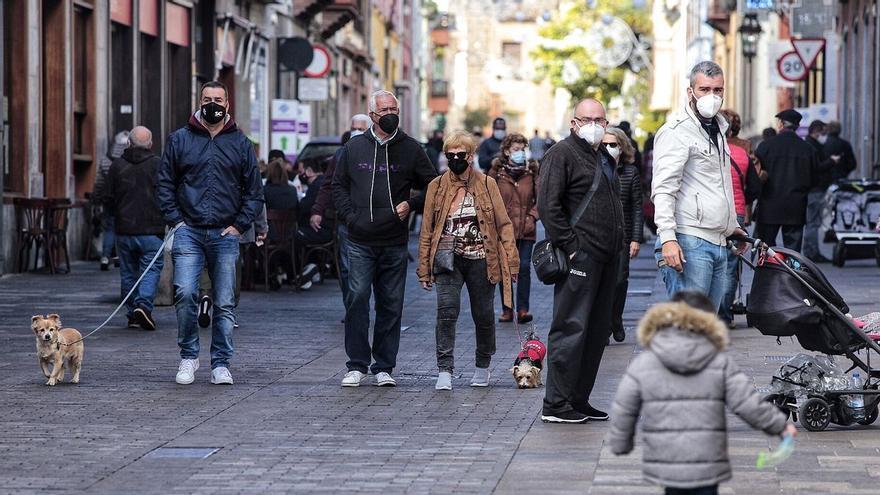 Canarias suma 137 brotes en la última semana con 1.052 contagiados