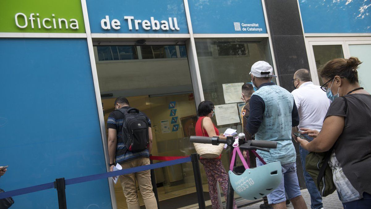 People queuing in front of public employment offices.
