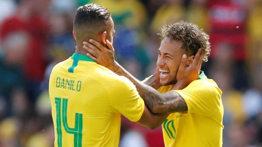 Neymar reapareix i el Brasil impressiona abans del Mundial