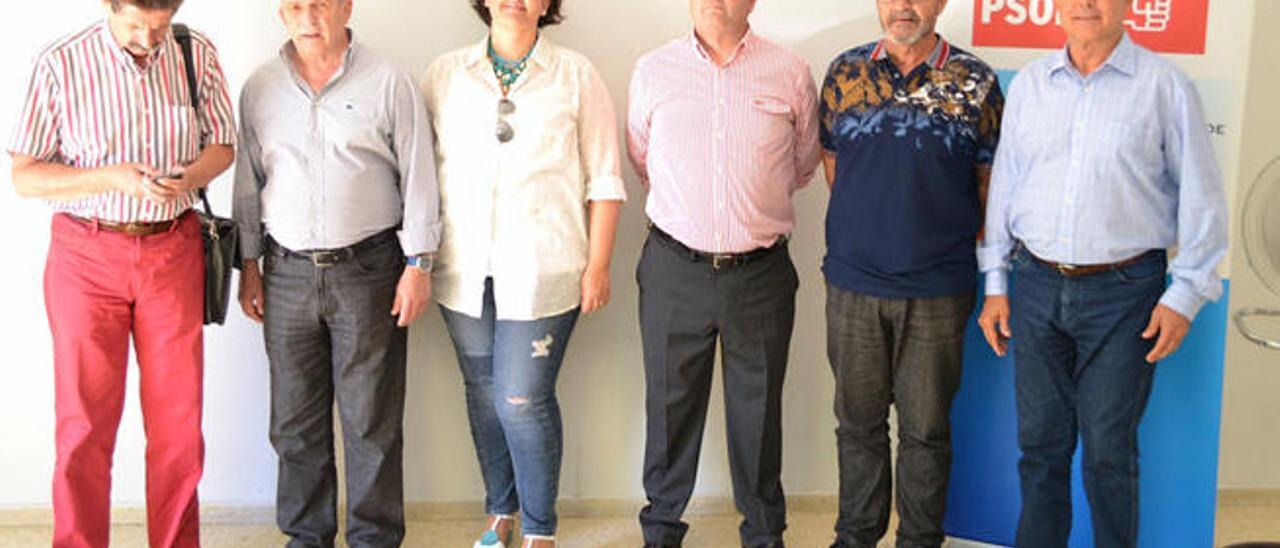 Los seis negociadores del fallido tripartito, en la última reunión celebrada en la sede del PSOE.