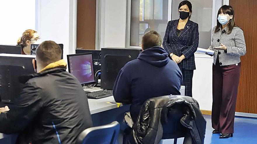 """La conselleira Lorenzana halaga la """"oportunidad"""" de los talleres de empleo de Mos"""