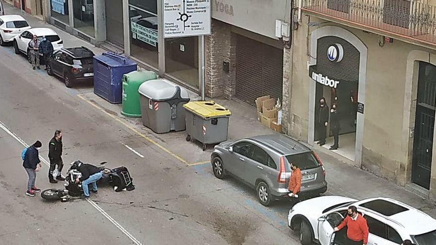Un ferit en un xoc entre un cotxe i una moto a Manresa