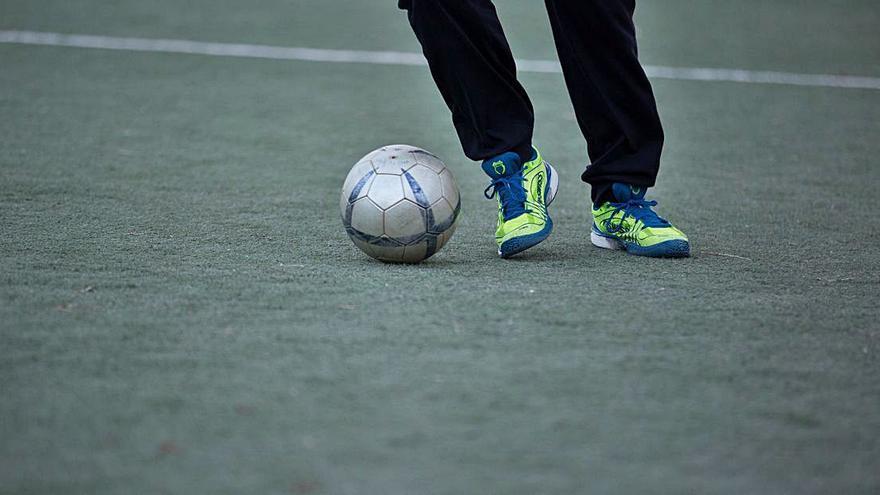 Un estudio revela que los clubes de fútbol no profesionales prefieren jugadores autóctonos a extranjeros
