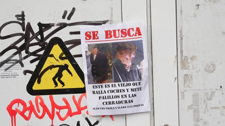 El anciano que raya coche en Vigo, grabado cuando amenazaba a un vecino