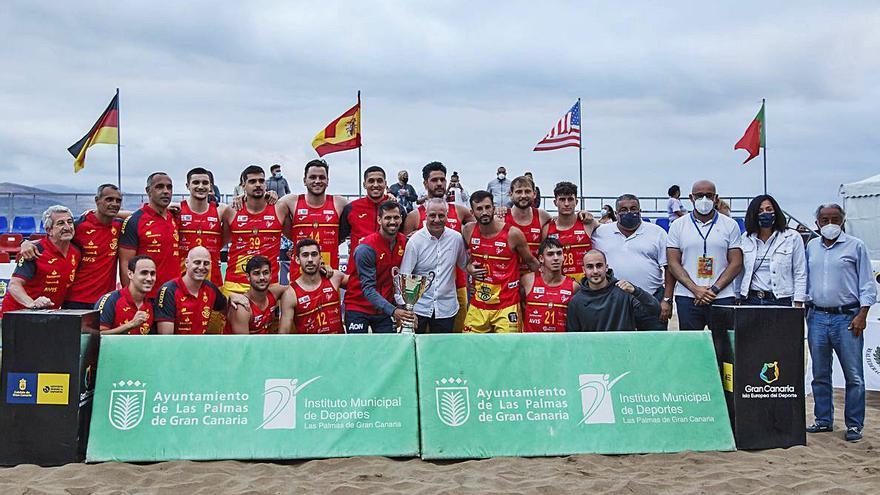 Los 'Hispanos' se coronan sobre la arena de Las Canteras