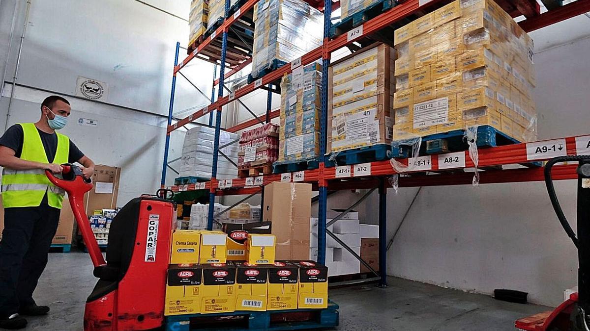 Una de las naves del Banco de Alimentos en Mercatenerife. | | MARÍA PISACA