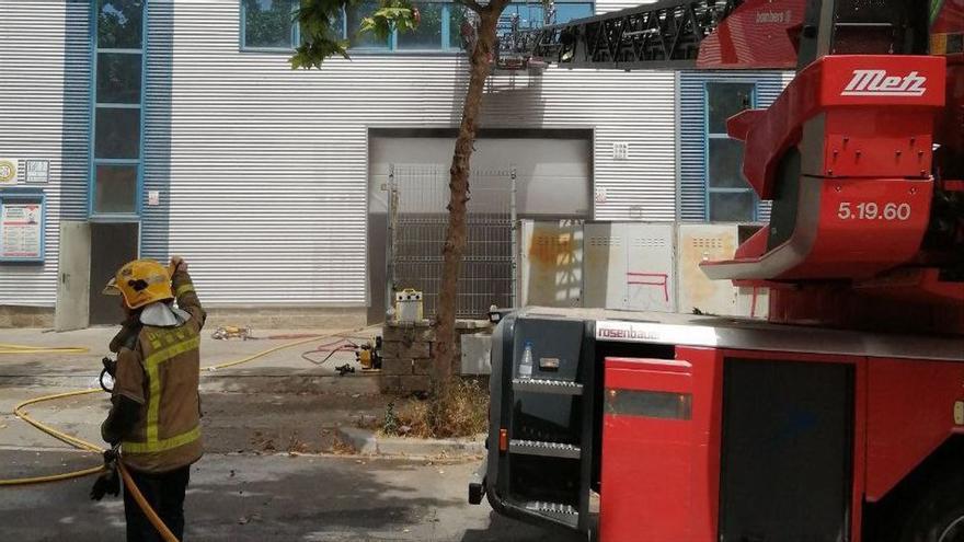 Un bomber mort i tres més ferits en un foc a Vilanova i la Geltrú