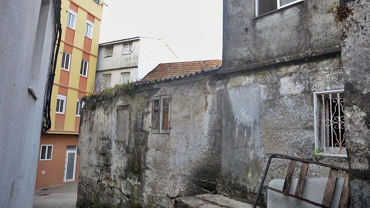 Viviendas abandonadas en la calle Cruceiro.