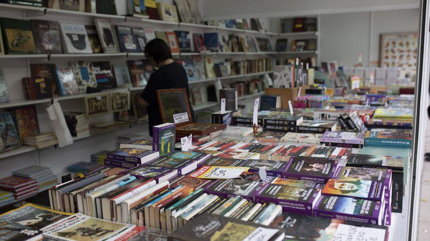 Las librerías zamoranas sacan sus catálogos a la plaza de la Constitución
