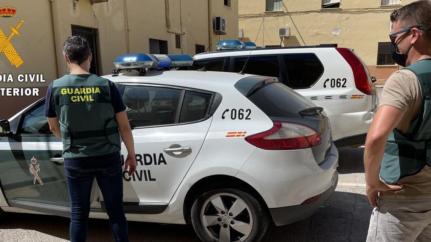 Apuñala a dos guardias civiles cuando le iban a trasladar al juzgado en Asturias