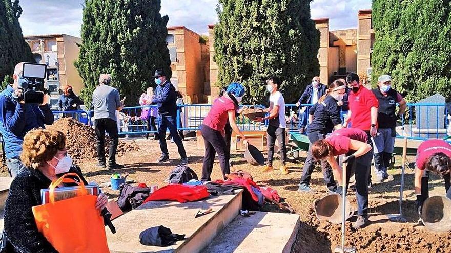 Alcoy busca a las familias de dos víctimas de las fosas de Alicante