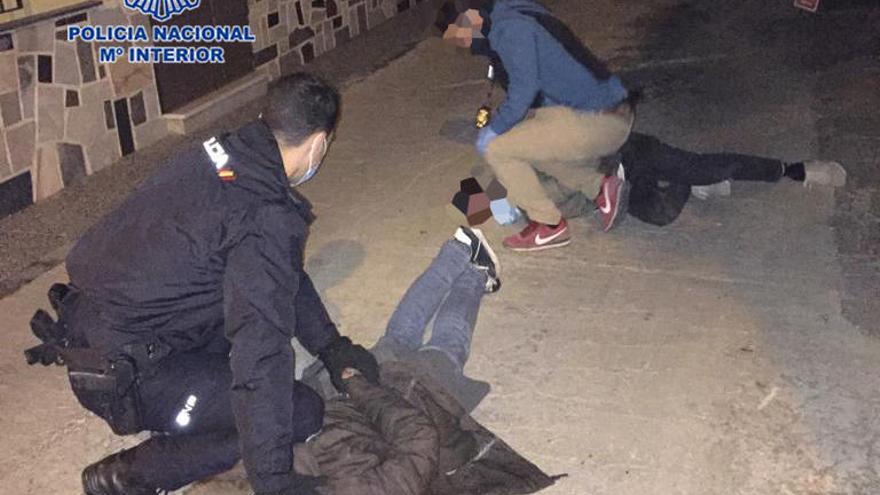 Detienen a dos ladrones gracias a la llamada de un agente fuera de servicio