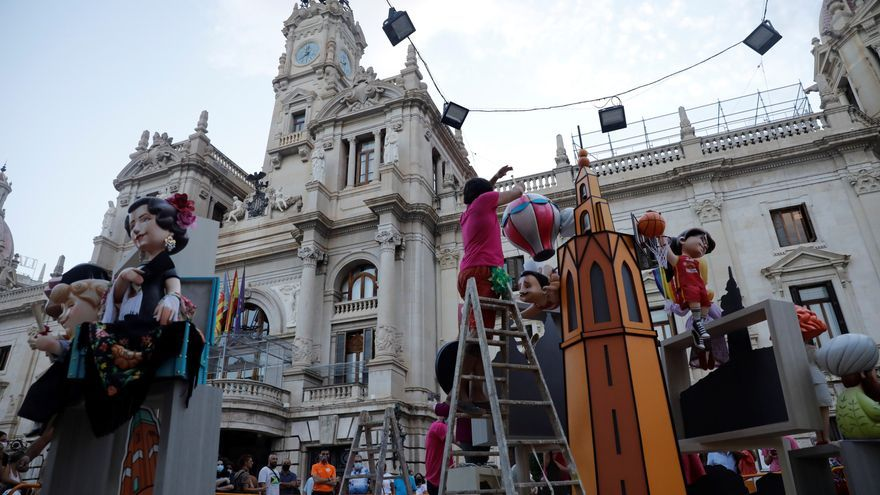Arrancan en Valencia las primeras Fallas de la historia que se celebran en verano