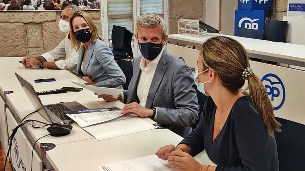 Reunión del comité ejecutivo provincial del PP, que encabezó Alfonso Rueda.     // FDV