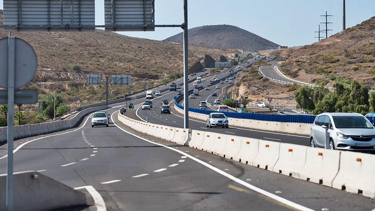 El Cabildo comienza el reasfaltado  del tramo de la TF-1 entre Adeje y Arico