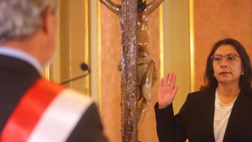 El Congreso de Perú aprueba al equipo de Gobierno de Violeta Bermúdez