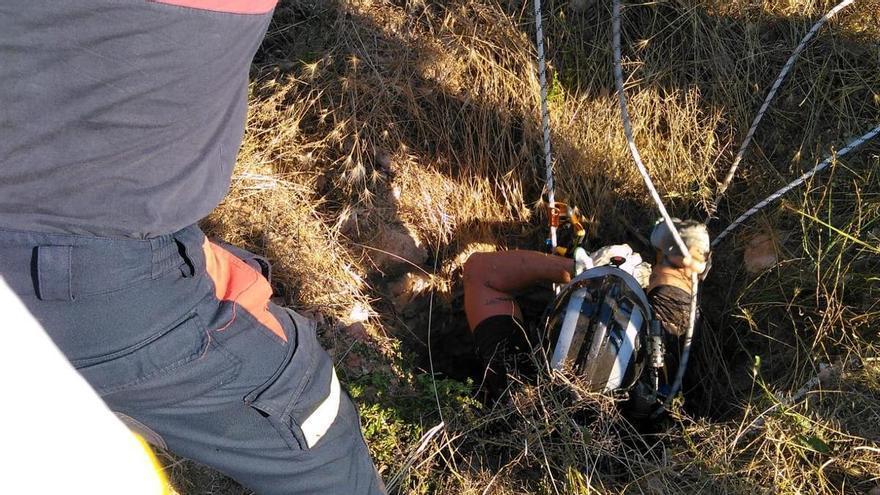 Rescatan a un hombre tras caer a un pozo de unos 5 metros en Fuente Álamo