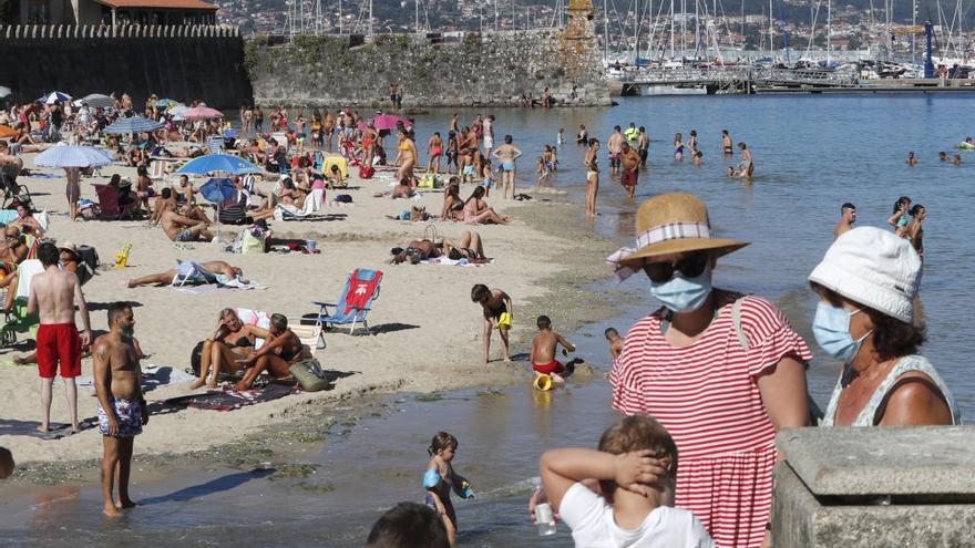 Las playas de O Val Miñor, casi desbodadas
