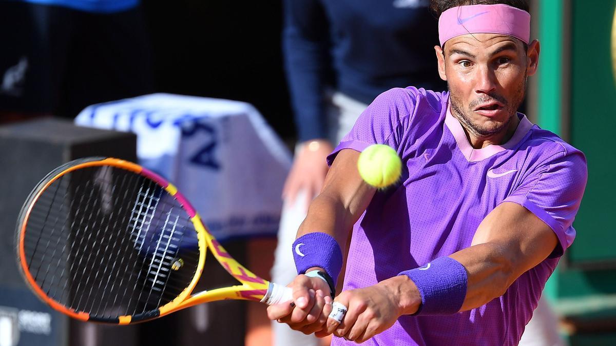Nadal golpea de revés en su partido de semifinales ante Olpelka.