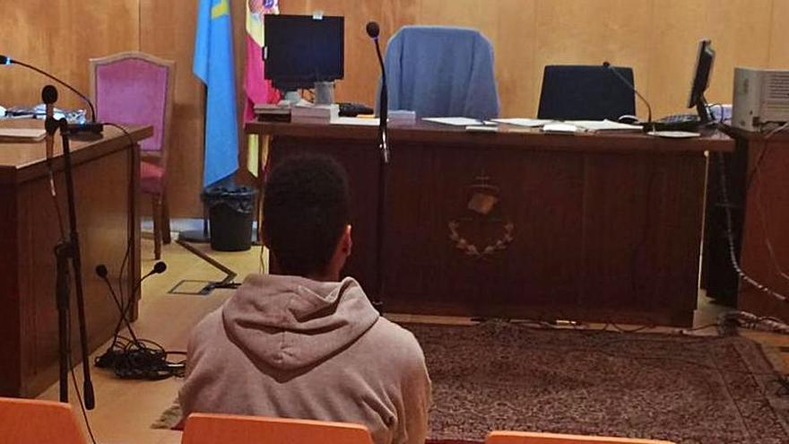 El agresor de Bustiello, durante su declaración en el Juzgado. | R. Solís