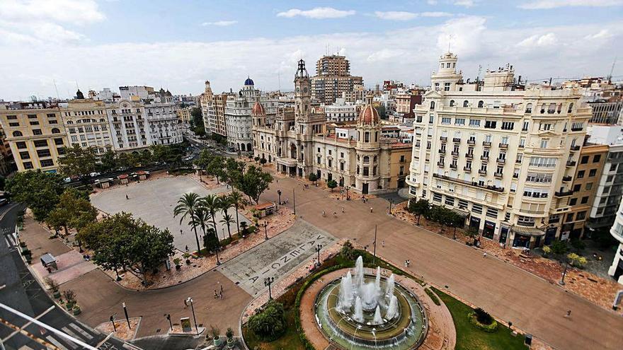 La plaza del Ayuntamiento tendrá más sombras, bancos y juegos infantiles