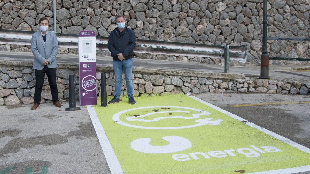 U Energía ha instalado dos puntos de recarga en los aparcamientos públicos de Fornalux.