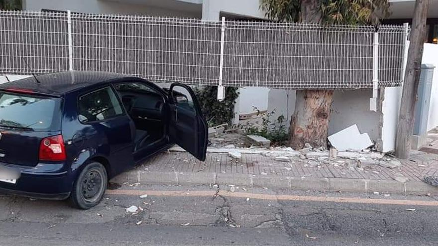 Una conductora ebria se estrella contra un muro y deja dos heridos en Alcúdia