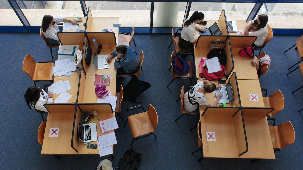 Los estudiantes de la UJI afrontan ya el periodo de exámenes tras finalizar en su mayoría las jornadas lectivas.