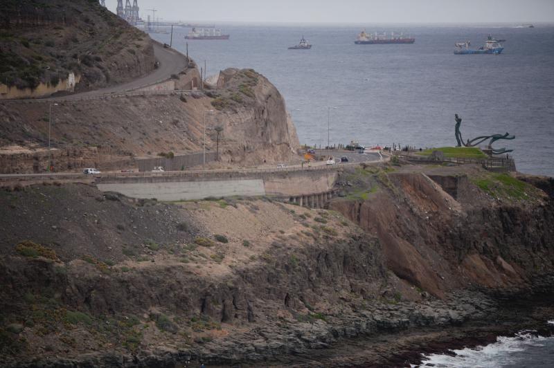 Obras del puente en la zona hundida de la GC-1, a la altura del Tívoli